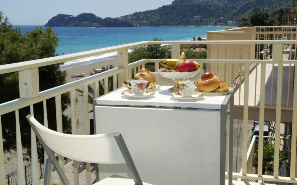 Colazione in Terrazza con vista panoramica di Taormina