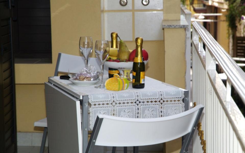 Blacone Filicudi, Taormina appartamenti, colazione in balcone Taormina