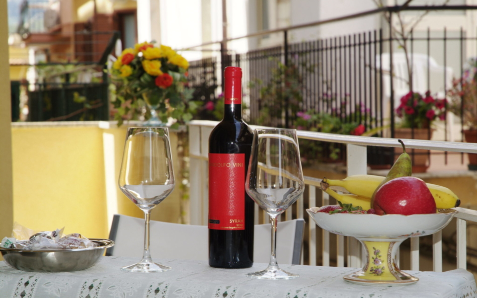 Balcone Stromboli, Taormina Appartamenti, Colazione Taormina mare, Apartments taormina, bb Taormina