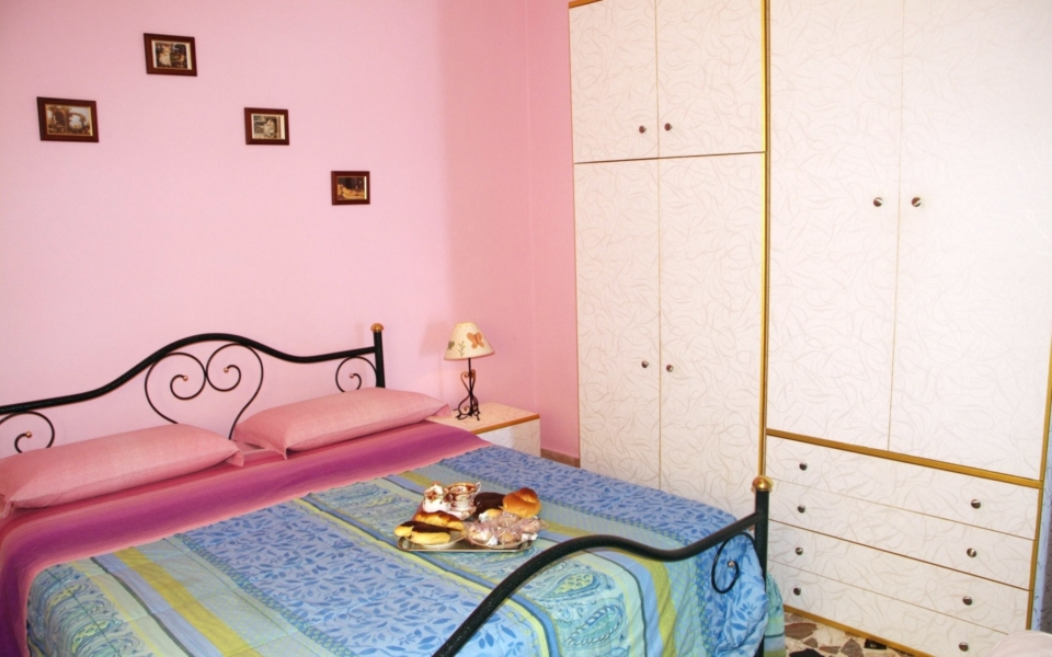 Camera da letto Baia Blu, Taormina mare appartamenti, taormina apartments