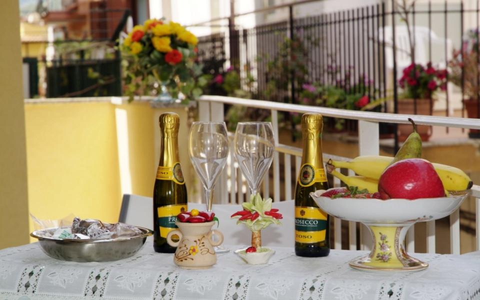 Taormina appartamenti, Residence da Concettina, Taormina apartments, colazione da concettina Taormina