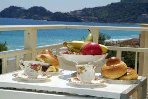 Colazione balcone Taormina mare, Taormina appartamenti, Taormina apartments, Baia blu
