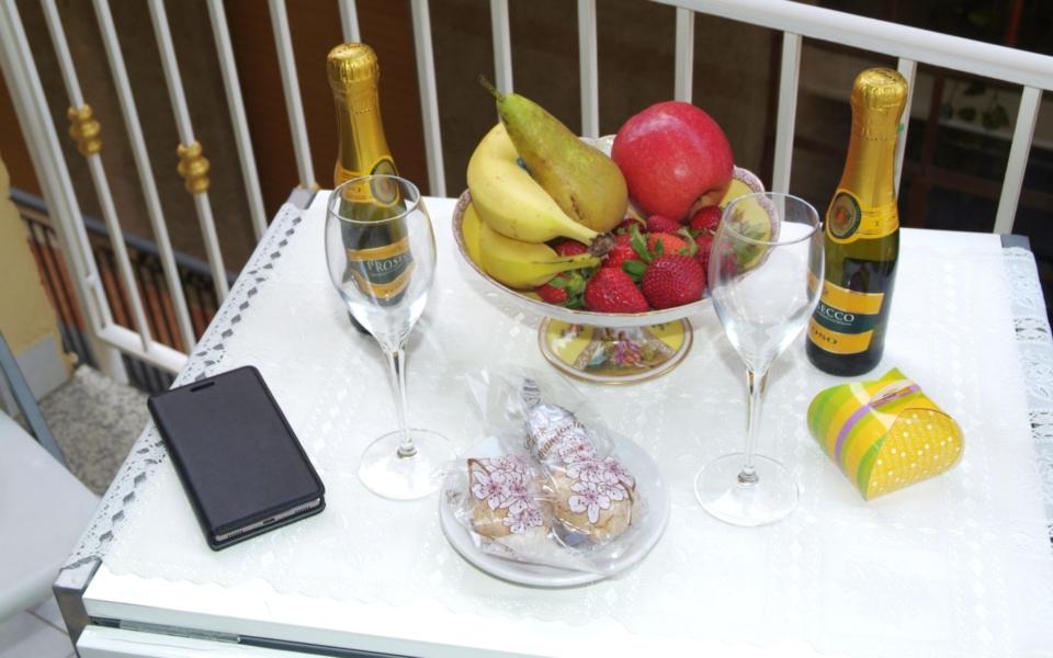 colazione balcone, Appartamento Filicudi, Taormina apartments, Taormina appartamenti
