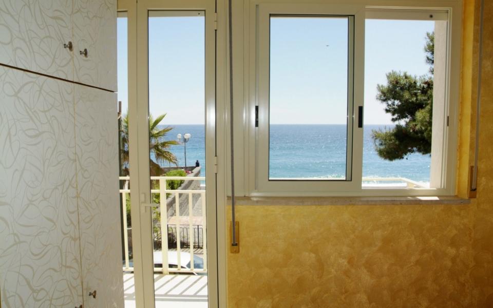 Vico vista mare dall'interno, Taormina appartamenti, Apartments Taormina, bb Taormina